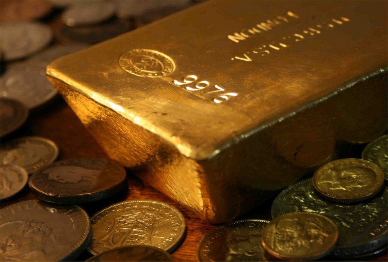 Gold price drops by Rs 800 a tolatoday