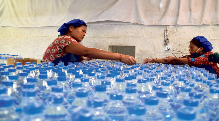 Traders agree not to hike price of bottled water